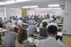 27陣営の関係者が出席した奄美市議会議員選挙の立候補予定者説明会=17日、奄美市役所