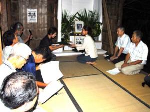 田中一村をしのび、作品や生き方について語り合った「一村祭」=11日、奄美市名瀬
