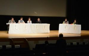 奄美の在宅ホスピスの事例も紹介した日本在宅ホスピス協会全国大会のシンポジウム=22日、奄美文化センター