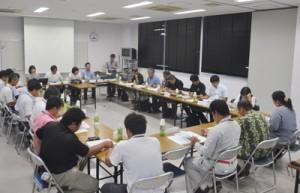 世界自然遺産候補地の保全と活用に向けて徳之島でも開かれた自然利用部会=9日、徳之島町