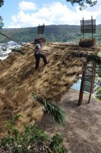 山の中腹に完成した「ショチョガマ」=龍郷町秋名
