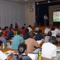 単収向上のための取り組みを発表する農家=27日、宇検村