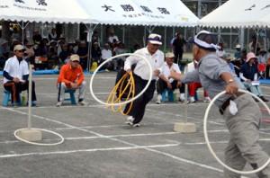 競技はもちろん、審判や記録係も老人クラブ会員で運営した龍郷町高齢者スポーツ大会=15日、龍郷町浦