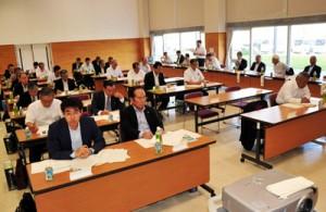 国、県への要望事項を決めた県町村会総会=26日、喜界町役場