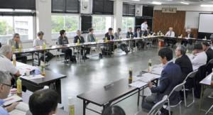 2025年の医療提供体制を検討した第1回懇話会= 13日、県大島支庁