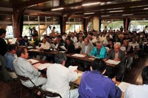 廃棄果実の補償内容などで質問が寄せられたミカンコミバエ等対策協議会=26日、奄美市名瀬