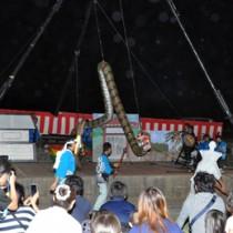 川まつりで披露された「上平川大蛇踊り」=7日、知名町上平川