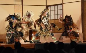 迫力満点の演舞で会場を沸かせたナマハゲ太鼓=15日、瀬戸内町清水