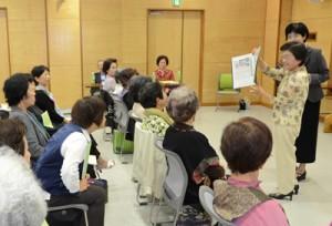 事例発表などがあった女性リーダー研修会=4日、奄美市