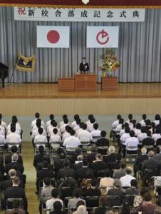 亀津中学校の新校舎落成記念式典=7日、徳之島町