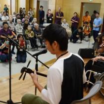 島唄大会などで盛り上った「デイ文化祭ゆらおうでぃ!」=16日、奄美市名瀬