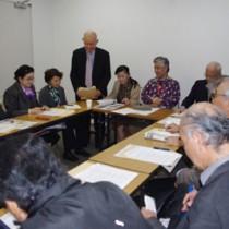 発足会であいさつする奄美市出身の芝慶輔代表=14日、東京・主婦会館