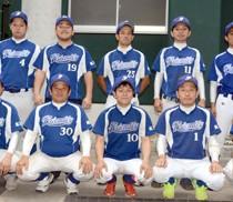 優勝したフレンドリーの選手たち=29日、奄美市名瀬運動公園市民球場