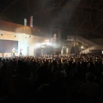 会場を超満員にしたカサリンチュデビュー5周年コンサート(アーマイナープロジェクト提供写真)