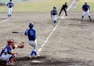 篠原の適時打でフレンドリーが2点目を追加=12日、奄美市名瀬運動公園市民球場
