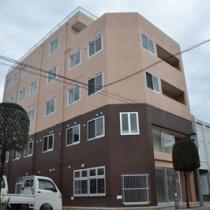 来年2月開設を予定しているサービス付き高齢者住宅「シルバータウン春日」=22日、瀬戸内町古仁屋