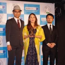 奄美大島を発信する動画「あまみっけ。」の制作を発表した元ちとせさん(中央)ら=22日、東京都新宿区