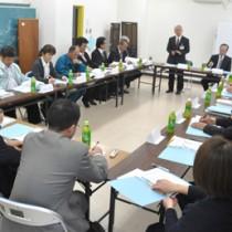「生涯活躍のまち(離島版CCRC)構想検討会」の初会合=15日、伊仙町