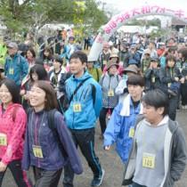 過去最多の804人が参加したまほろば大和ウオーキング大会=31日、大和村の奄美フォレストポリス