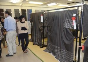 一般公開が始まった審査会入賞作品展=29日、奄美市