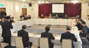 沖縄本島北部の推薦区域案も示された世界自然遺産候補地科学委員会=27日、那覇市内のホテル
