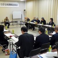 奄美市シマグチ(方言)伝承活動推進委員会の会合=2日、奄美市名瀬の奄美博物館