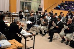 住民から意見を募った児童生徒減少問題を考える村民の集い=24日、宇検村湯湾