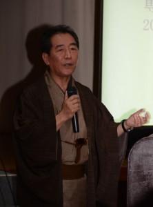 「夢の実現」をテーマに語る泉二さん=24日、奄美市