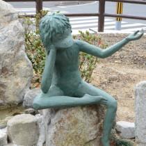 湯湾集落に完成したケンムンのミニ公園=16日、宇検村