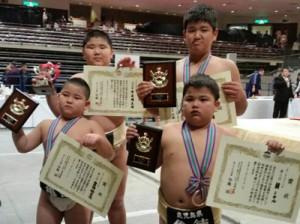 個人入賞を果たした(後列左から)市来崎大祐、濱口颯翔。(前列左から)豊田倫之亮、朝ミケル=提供写真
