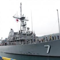 名瀬港に親善寄港した米海軍掃海艦パトリオット=19日午前8時50分、奄美市名瀬観光船バース