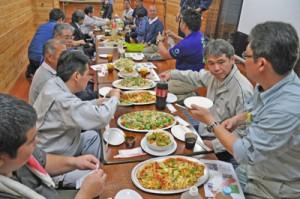 ロマネスコを使ったイタリア料理を味わった試食会=4日、和泊町のイタリア料理店