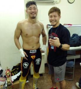 (写真左)今季初戦を飾った南国超人=3日、東京・後楽園ホール