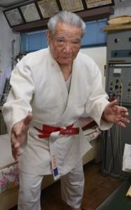全国柔道高段者大会に出場者約600人中、最高齢での出場を果たした吉見憲治さん=30日、奄美市名瀬