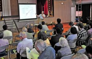 熊本地震の特徴などについて西村博士が講演したセミナー=29日、喜界町