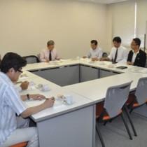 地元奄美で総会を開催した関東奄美IT懇話会のメンバー=25日、奄美市名瀬