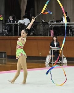 新体操女子個人で奄美勢最高の総合9位になった西緋音=20日、県体育館