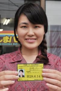 しまバスが新たに発売する「ご長寿パス」=9日、奄美市名瀬の同社前