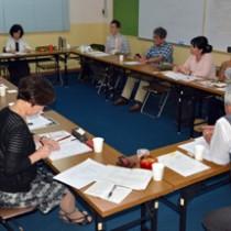 来年の島尾氏生誕100年記念事業に向け意見を交わした実行委員会=15日、奄美市名瀬