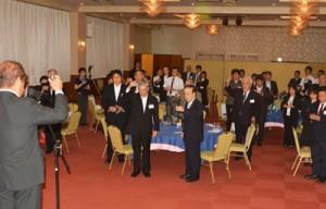 約50人が出席した奄美看護福祉専門学校の「若者の定住を促す集い」=16日、奄美市名瀬