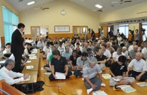 奄美市名瀬の大熊地区であった陸自警備部隊配備計画の住民説明会=5日、大熊公民館