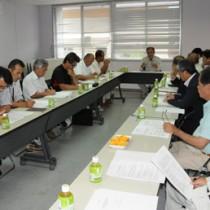 2年目の事業計画などを確認した推進委の初回会合=8日、宇検村
