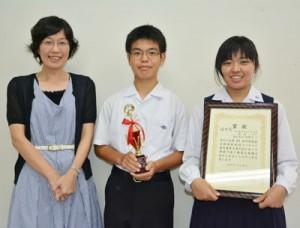放送部の(右から)徳田さん、里さん、内田教諭