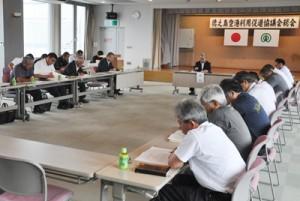 2016年度の事業計画などを決めた徳之島空港利用促進協議会の総会=7日、天城町