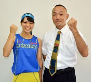 陸上部の田中さん(左)と屋宮教諭