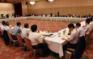 離島の課題解決に向けて要望が相次いだ懇談会=9日、鹿児島市