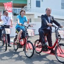 シェアサイクル事業のスタートを祝ったセレモニー=30日、瀬戸内町諸鈍の体験交流館