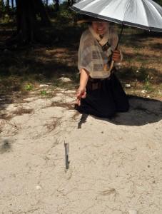 志戸桶海岸でウミガメ上陸増写真(産卵跡) 丸山