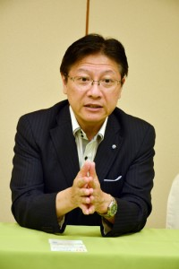環境、経済面での相互メリットを強調した静岡市の田辺市長=26日、奄美市名瀬