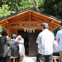社殿の完成を祝い、執り行われた落成式=23日、瀬戸内町於斉